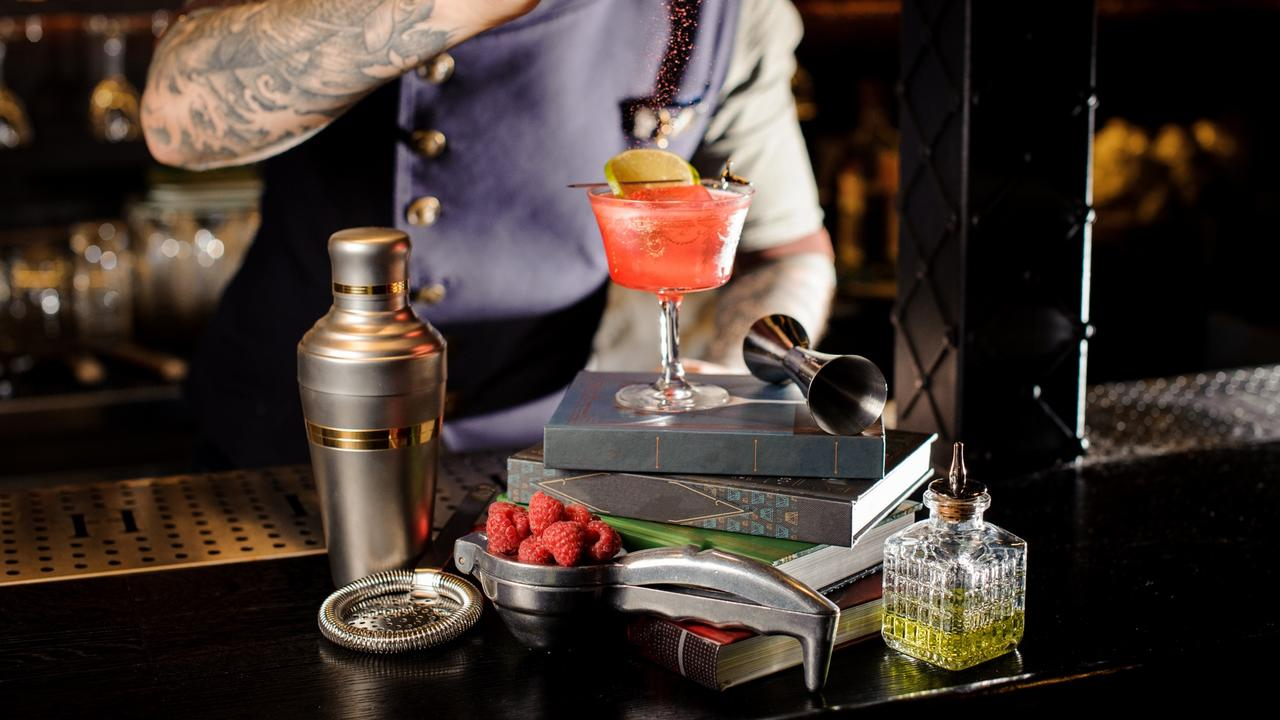 100-cocktails-on-books